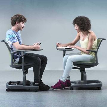 Personas en actitud sedentaria.